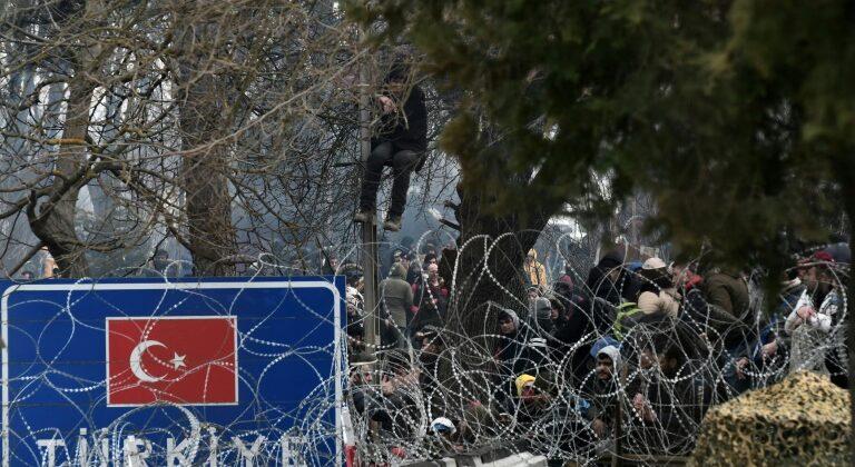 migranti al confine della Grecia